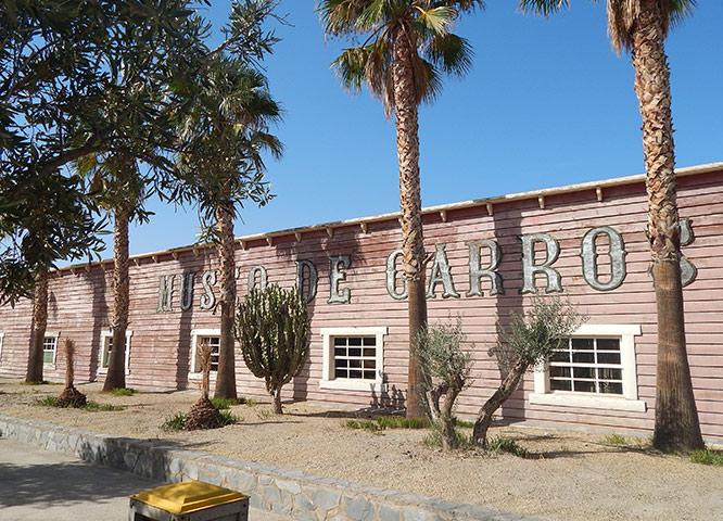 Oasys MiniHollywood - Museo de Carros fachada exterior