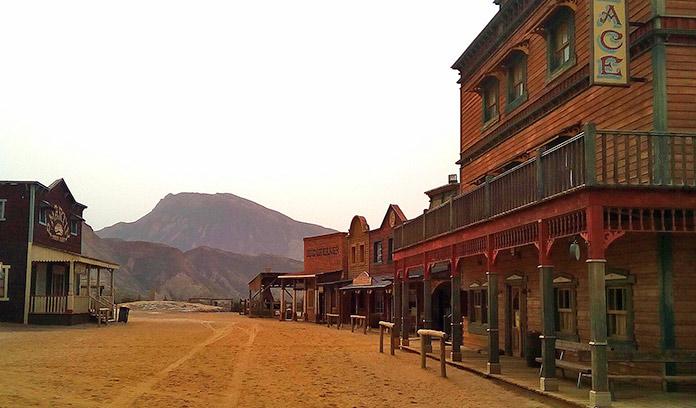 Vista general de la calle principal del Poblado del Oeste
